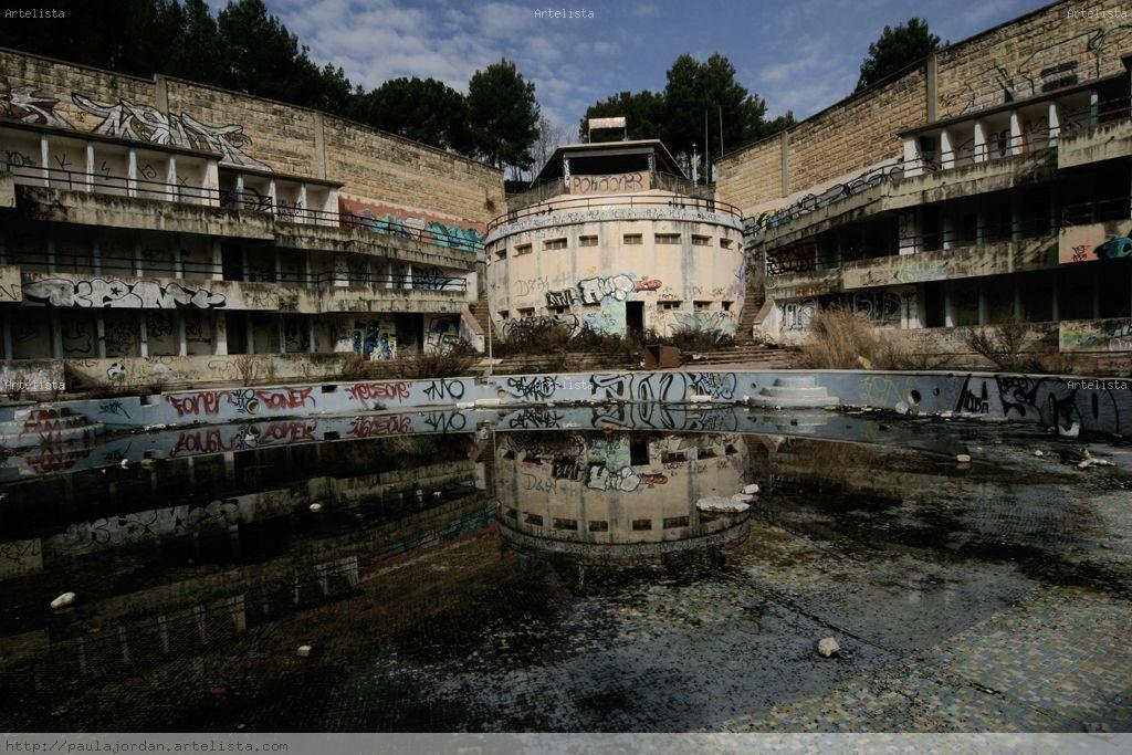 Reflejo piscina paula jordan ramirez for Piscinas ramirez