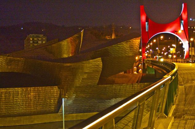 Museo museo guggenheim nocturno , Bilbao Diseñado por Frank Ghery  Arquitectura e interiorismo Color (Digital)