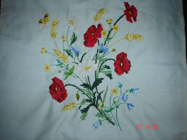 Cojin de flores silvestres Embroidery Textile