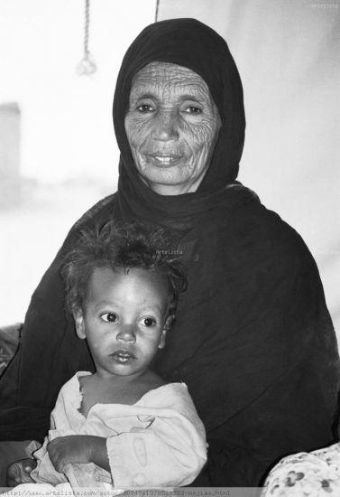 Lella Khedidja y Yoja Retrato Blanco y Negro (Química)