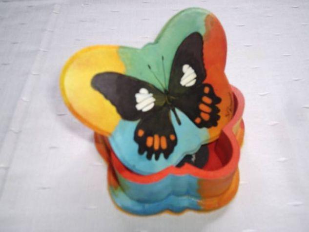 caja con forma de mariposa