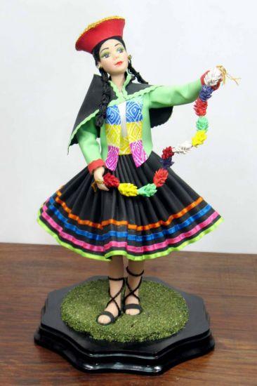 MUÑECAS DE CERAMICA CON TRAJES TIPICOS PERUANOS Cerámica Figurativa