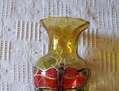 jarron de cristal marron con mariposas