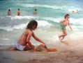 Jugando enla orilla del mar