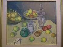 bodegón: frutas, tetera verde,y botellón