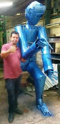 escultor-hondureño, el soldador,  monumento al obrero escultura hondureña