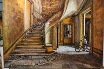 8. escalera y niño con bicicleta