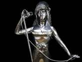 escultura amy winehouse