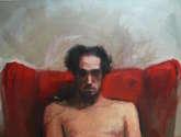 autorretrato en sofá rojo