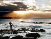el atardecer del surfista