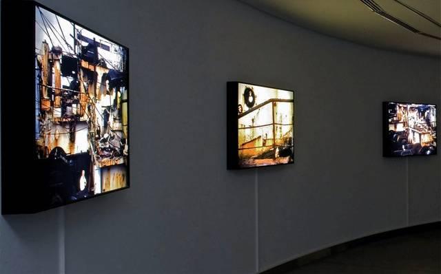 Adora Calvo | CONCHA JEREZ Náufragos de paraísos imaginados 2, 2002-2007 Serie integrada por 5 cajas de luz con fotomontajes digitales diferentes de 100 x 70 cm  Series of 5 light-boxes with different digital photomontages, 100 x 70 cm