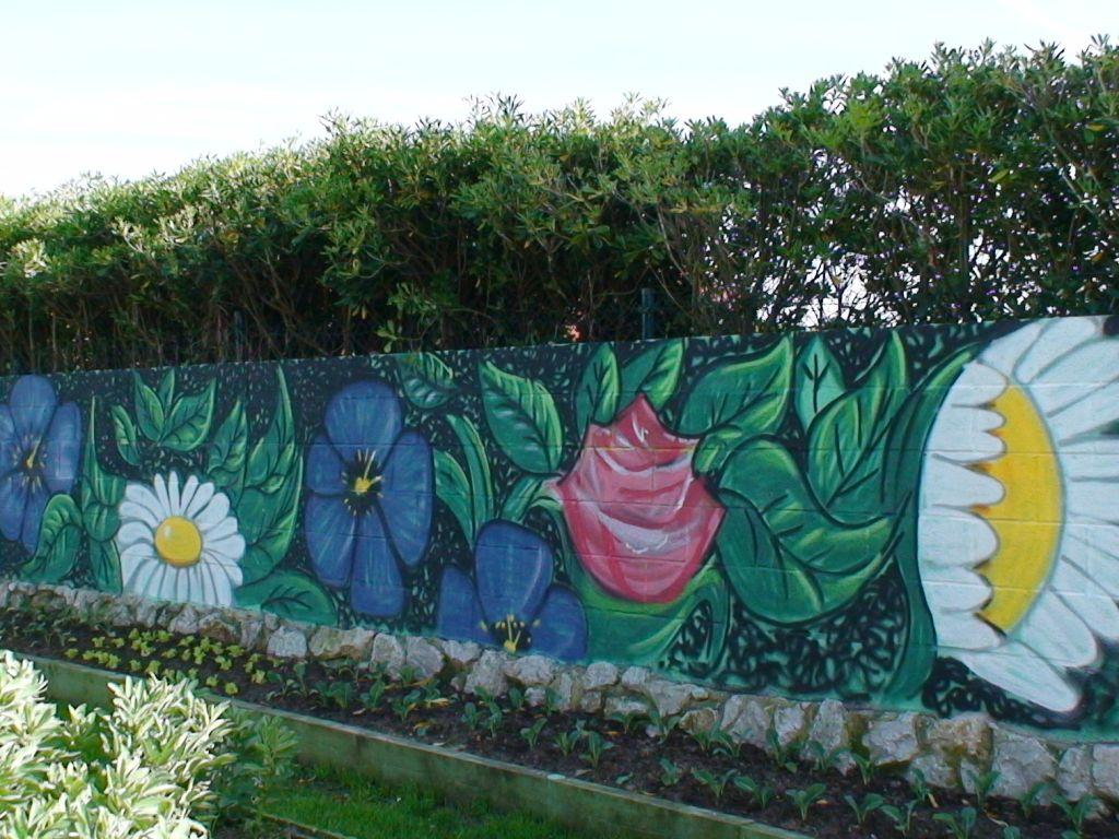 Flower power decoracion graffiti jardin emilio de bilbao for Idee deco 4 murs