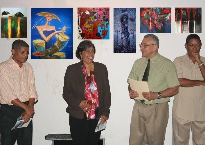 De izquierda a derecha el pintor Rafael de Domiicana, Sobeida Peralta de Sim�, Marlon Haddad y el pintor Pedro Ortegarias