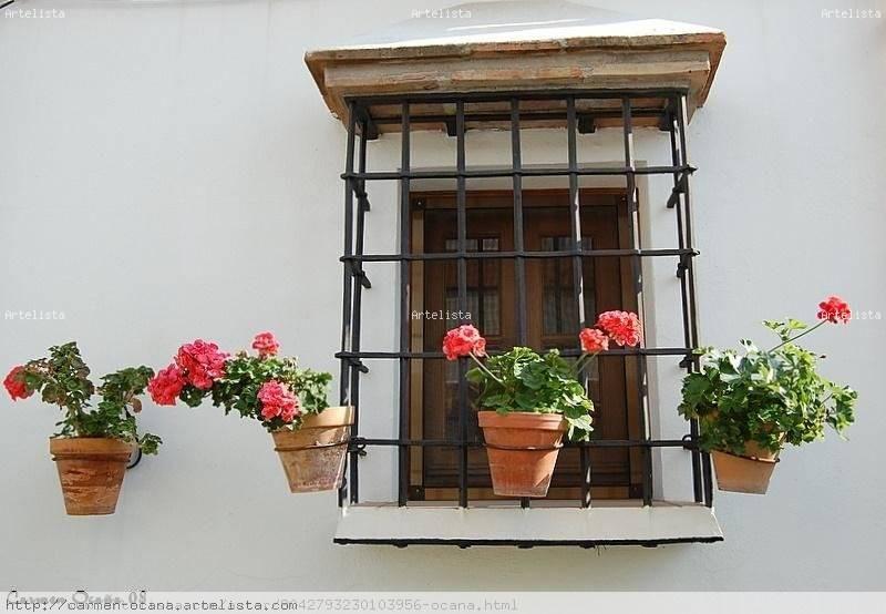 ventana con macetas de geranios. carmen ocaña - artelista