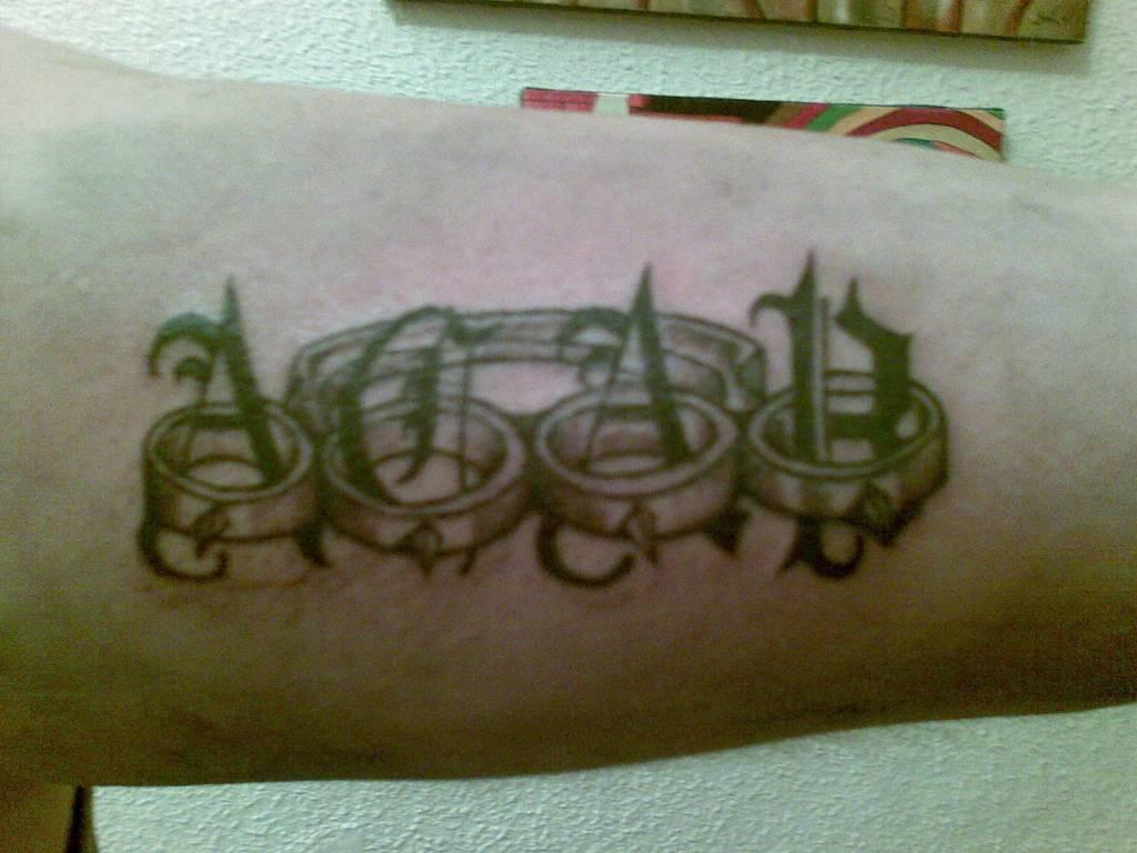 tatuajes del nombre adrian