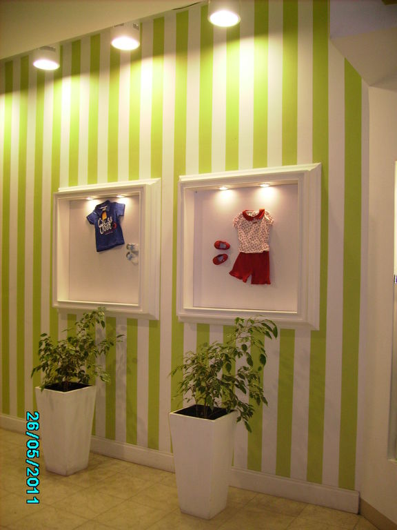 Decoracion de local de bees y ni os gustavo pascual for Decoracion de interiores locales de ropa