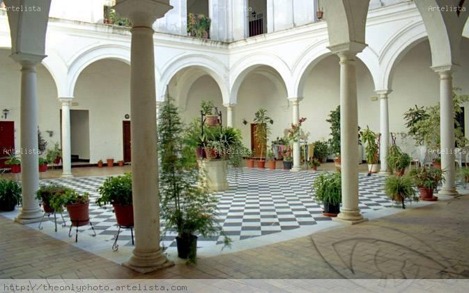 Patio de columnas decorado eduardo cotro florido for Patio decorado