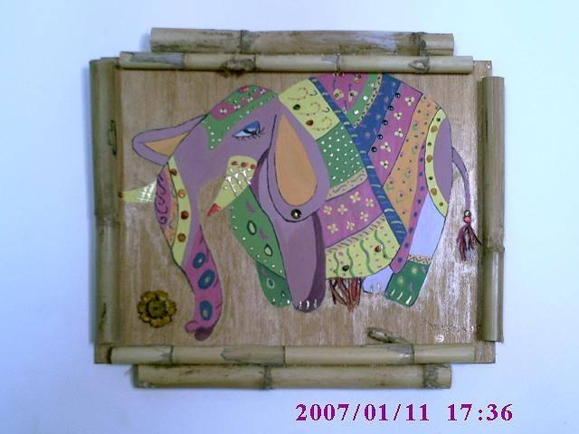 el elefante, que craquelé para simular sus arrugas. :)