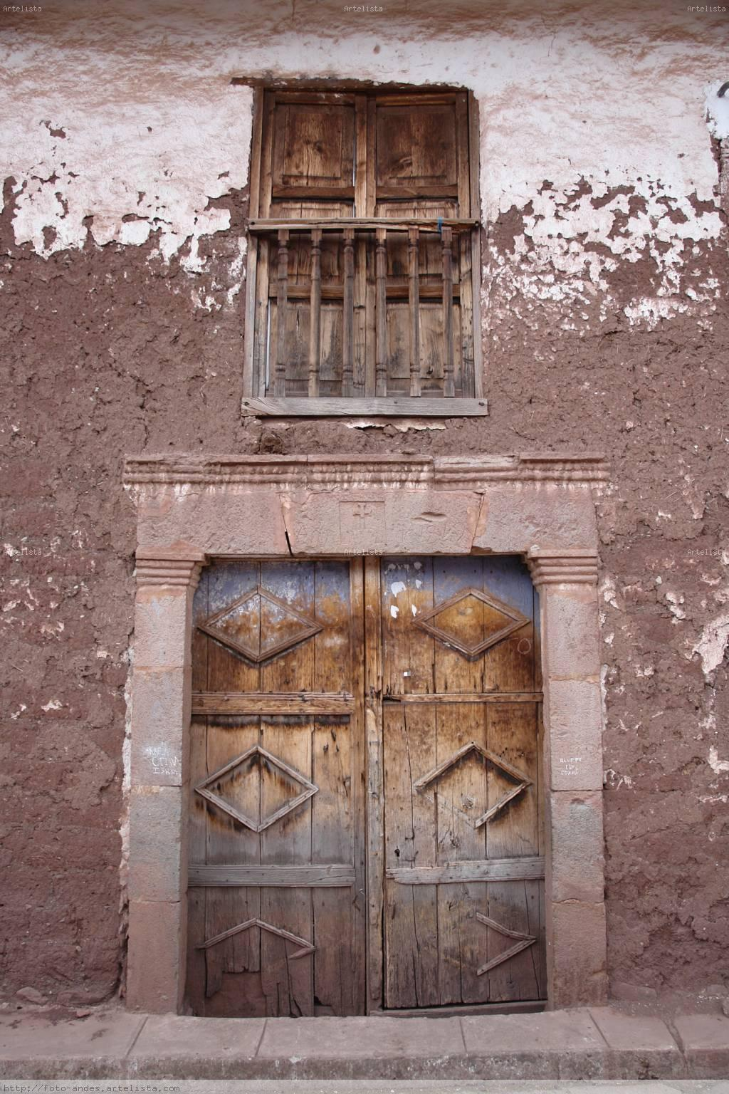 Puerta y balcon pueblo zurite cusco peru ivan for Puerta balcon