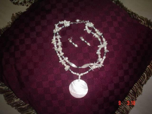 Collar de perlas y nácar con alpaca IVONNE BUMACHAR - Artelista.com