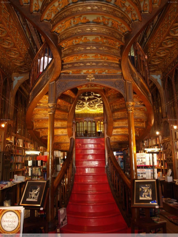 Escalera de la librer a lello e irmao oporto portugal for Escalera libreria