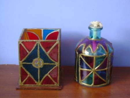 objetos pitandos en falso vitral Giovanni Corrales Orozco- Artelista.