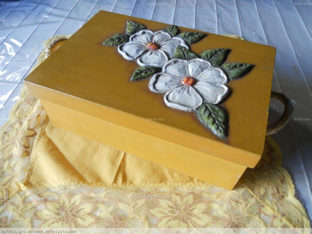 Caja con decoracion en papel mache angelica peralta for Decoracion con papel