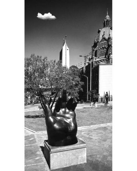 Botero-Mano, Torre y Nube