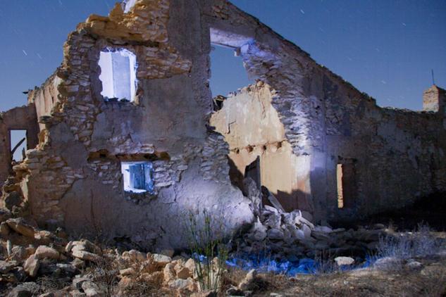 Luna sobre ruina azul Arquitectura e interiorismo Color (Digital)