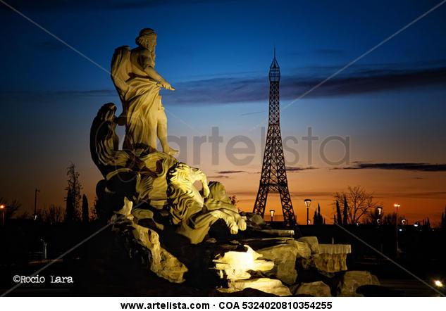 La Fontana Di Trevi - Torre Eiffel  Color (Química) Arquitectura e interiorismo