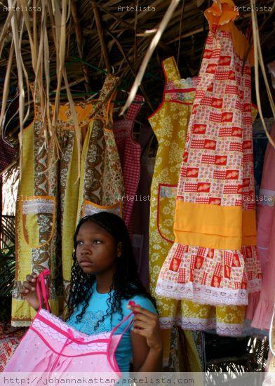 Qué vestido le gusta? Fotoperiodismo y documental Color (Digital)