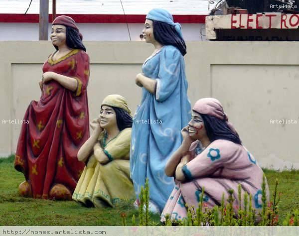 Esculturas de mujeres guajiras Fotoperiodismo y documental Color (Digital)