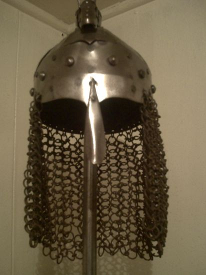 casco tamaño real Metal Figurativa