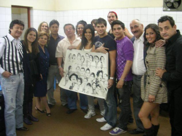 caricatura para los de al fondo hay sitio artistas peruanos