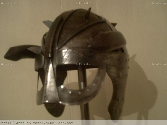 casco vikingo Metal Figurativa