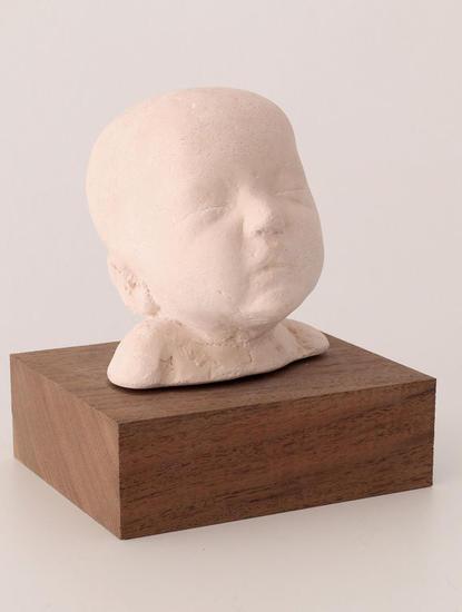 Cabecita recién nacida II - Pedro Quesada Mármol Figurativa