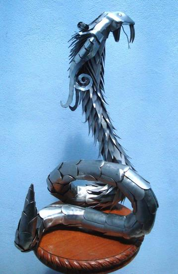 COBRA BLANCA Metal Figurativa