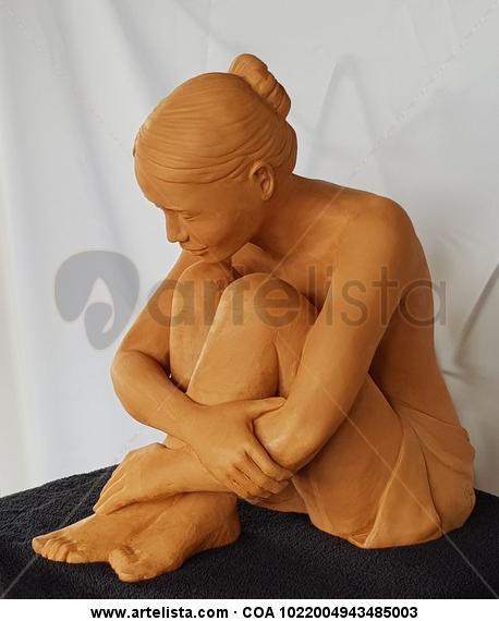 Cuerpo sonriente Terracota Figurativa