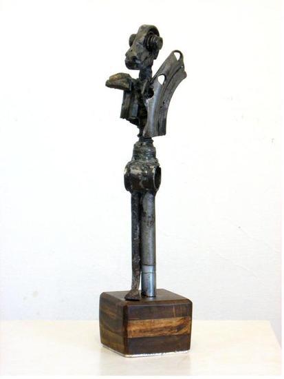 Reptil guerrero Metal Figurativa