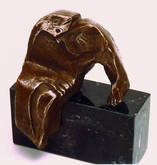 HOMBRE SENTADO Bronce Figurativa