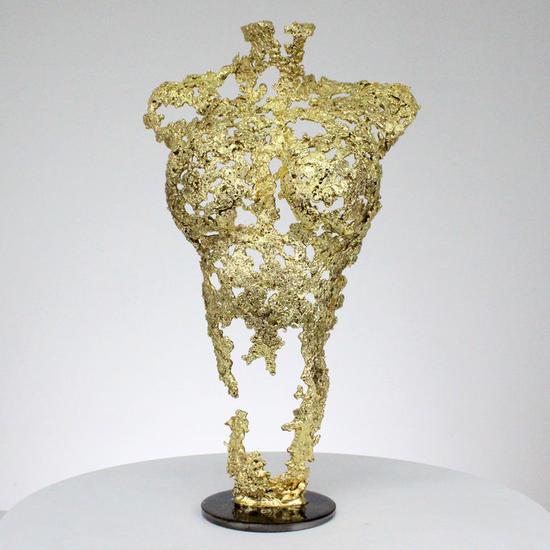 Pavarti So Gold - Escultura mujer cuerpo metal encaje acero oro  Figurative Precious Metals