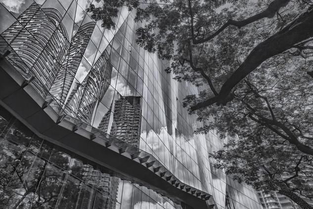 Kuala Lumpur Reflected, Malaysia. Arquitectura e interiorismo Blanco y Negro (Digital)