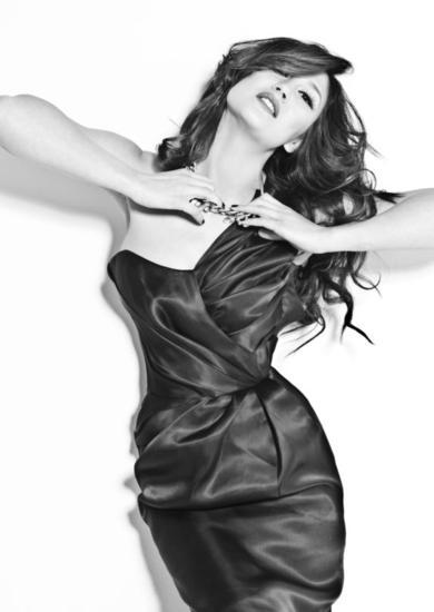 She  Publicidad y moda Blanco y Negro (Digital)