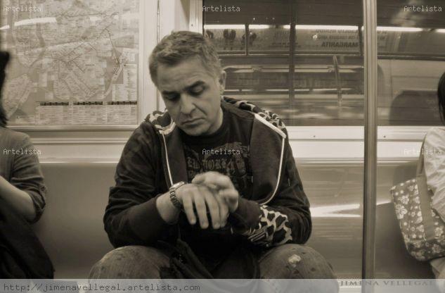 """""""Pensando de camino en el subway NY """" Portrait Black and White (Digital)"""