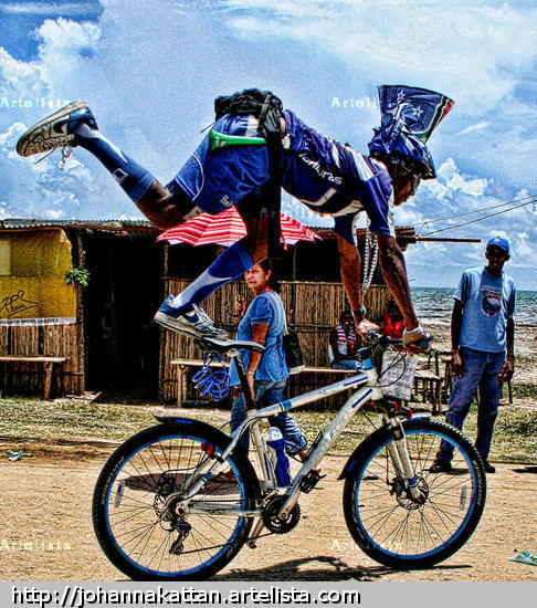 Sobre la bici Color (Digital) Photojournalism and Documentary