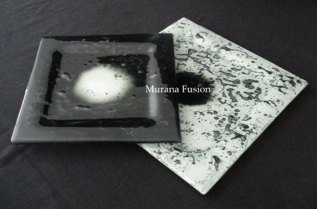 Platos cuadrados diseño Galactic blanco y negro
