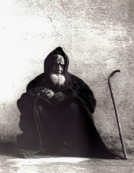 El Mendigo-The Beggar Arquitectura e interiorismo Blanco y Negro (Química)