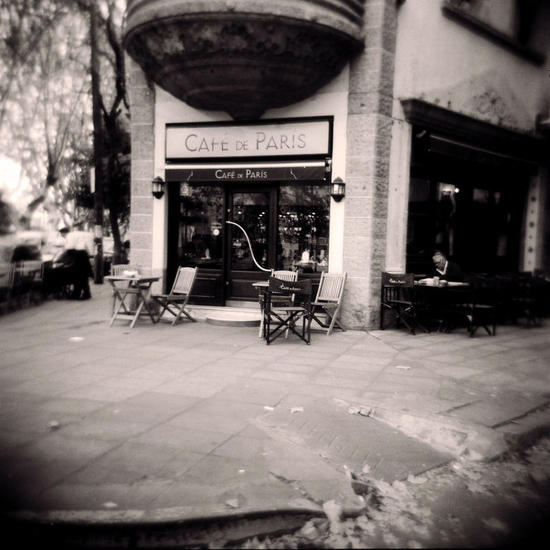 Cafe Paris Conceptual/Abstract Black and White (Manual)