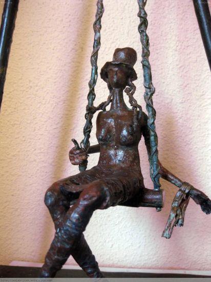la loca del columpio 3 (detalle) Bronce Figurativa