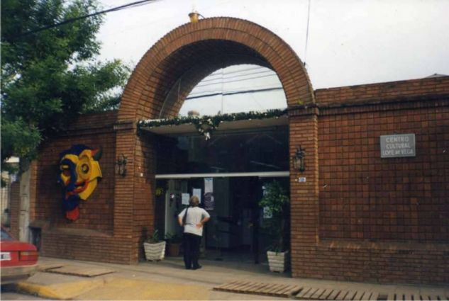 fachada del teatro lope de vega pilar (bs-as) Hierro Figurativa